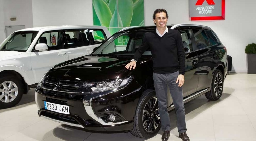Pedro de la Rosa ya conduce un Mitsubishi Outlander PHEV