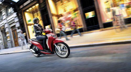 ¿Por qué cada día se venden más motos y menos coches?