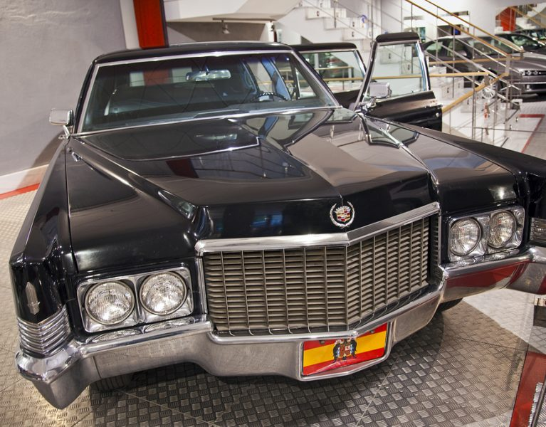 Todos los secretos y curiosidades de los coches del régimen franquista