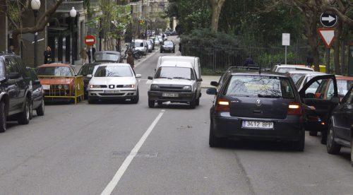 ¿Un controlador de estacionamiento puede poner multas de otro tipo?