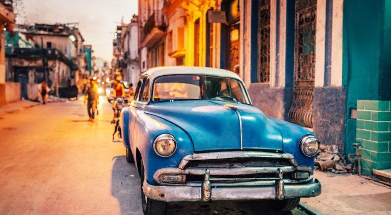 Todo el color de los 'almendrones' cubanos