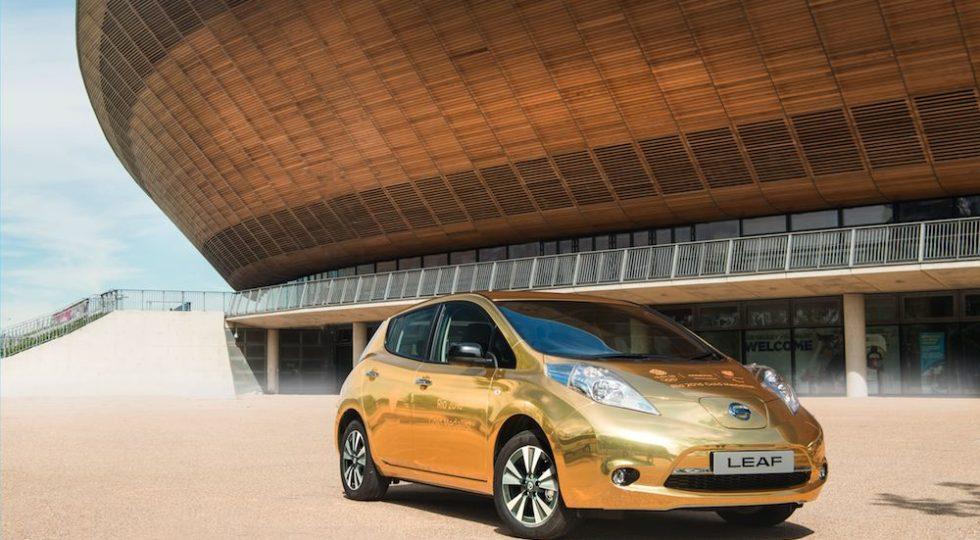 Nissan LEAF dorado