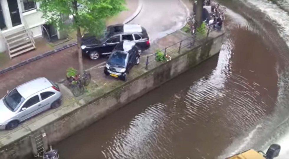 Esto es lo que ocurre al perder el control de un Porsche en Amsterdam