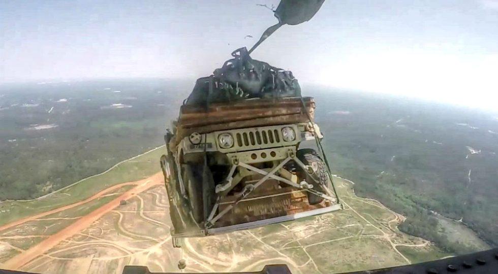 Lanzamiento de Hummers del ejército