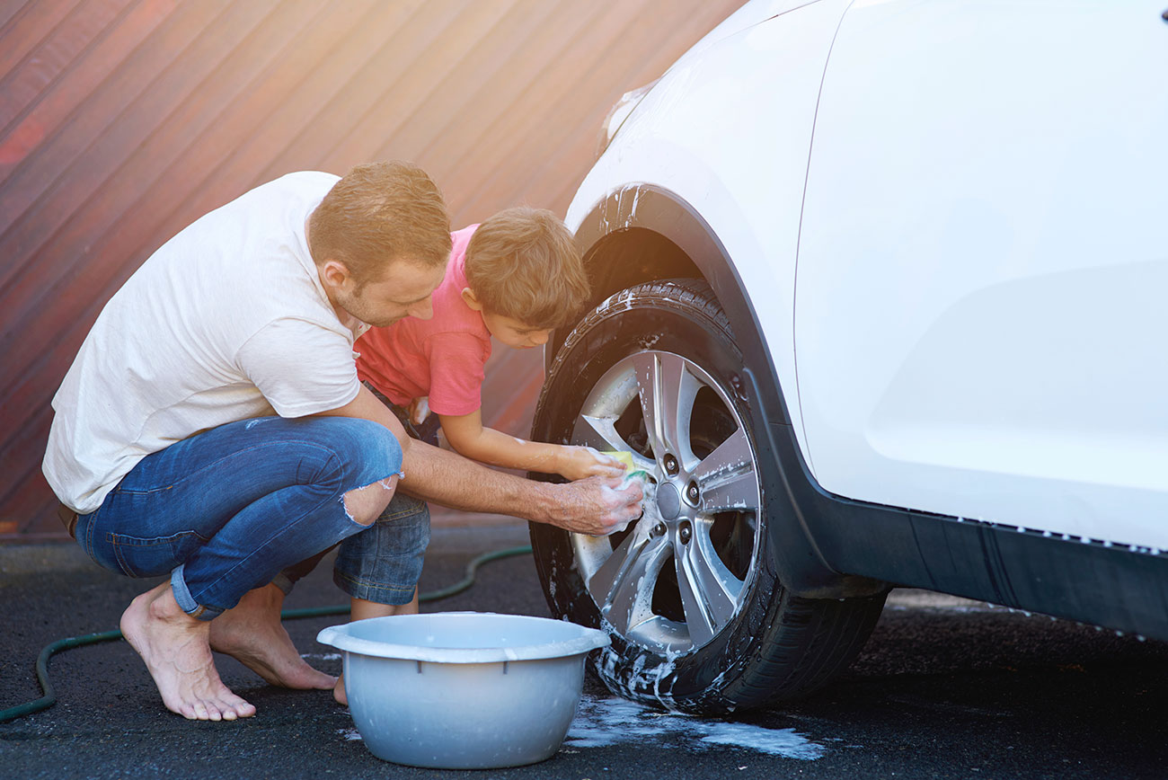 C mo limpiar el coche con vinagre y otros 20 trucos caseros - Como dejar el parquet como nuevo ...