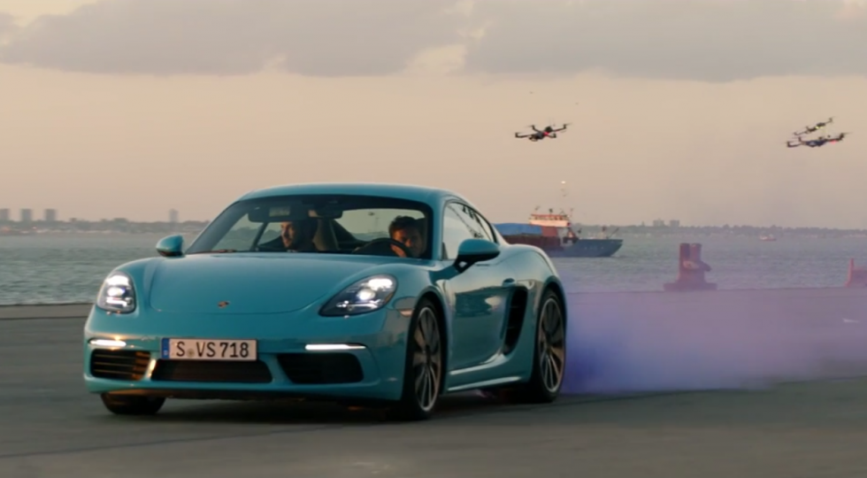 Porsche Cayman contra drones
