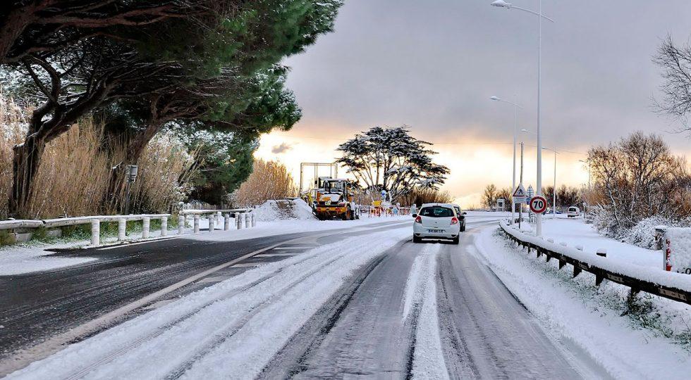 Cómo conducir con hielo: 8 trucos para no salirte de la carretera