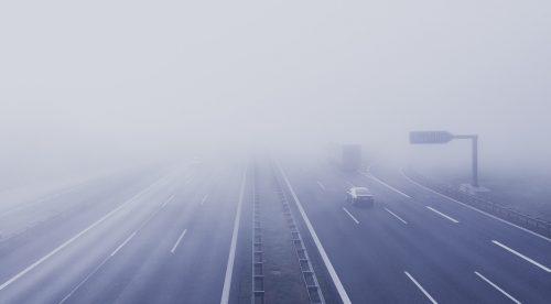 Las 10 claves para conducir con niebla sin pasar miedo