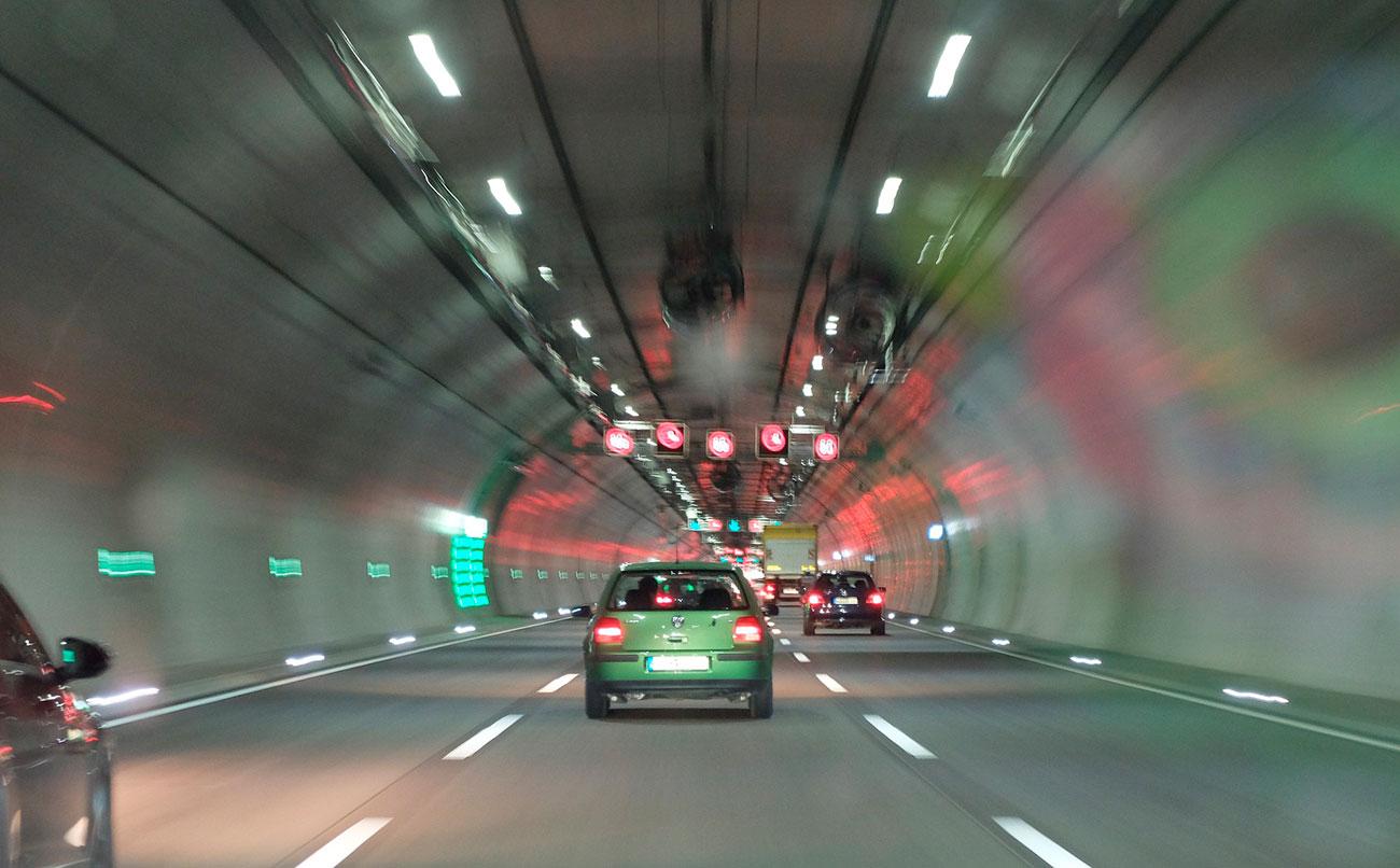 Alerta en la carretera: 10 claves para conducir con viento