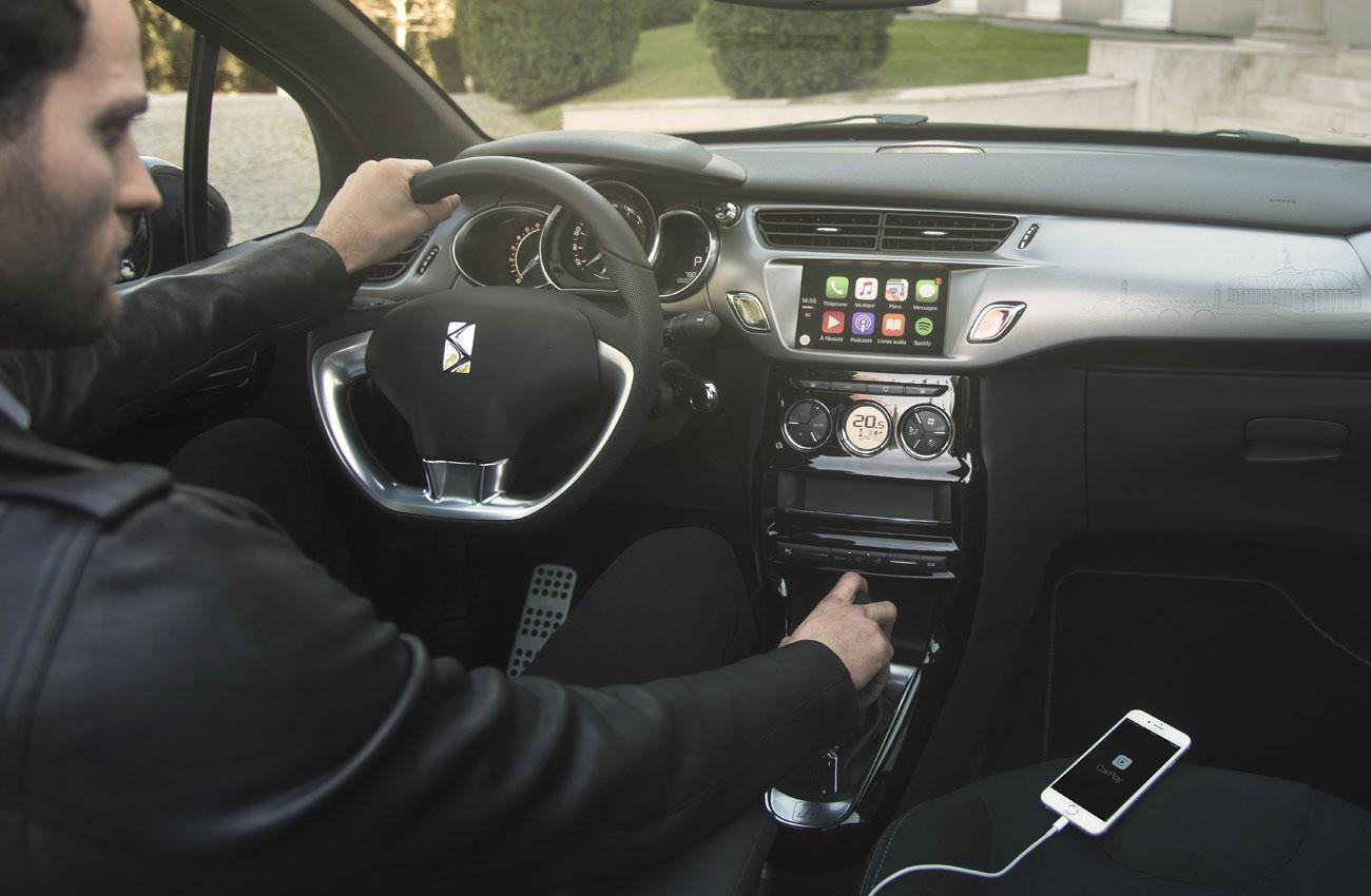 Piratas sobre ruedas: cómo pueden manipular tu coche con un móvil