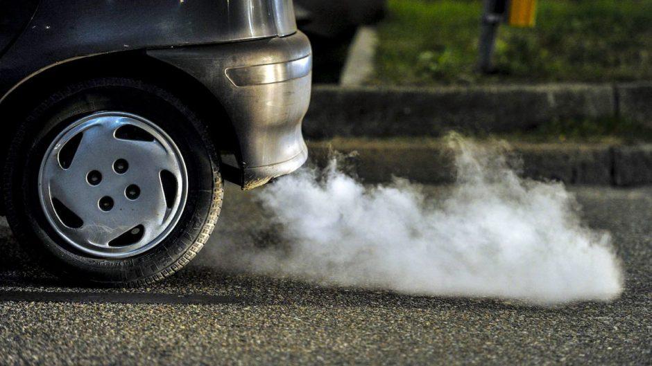 El motor a dos tiempos de lancha la correlación la gasolina el aceite