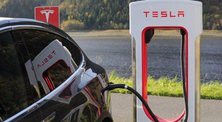 La odisea del coche eléctrico: pocos puntos de recarga y mal repartidos