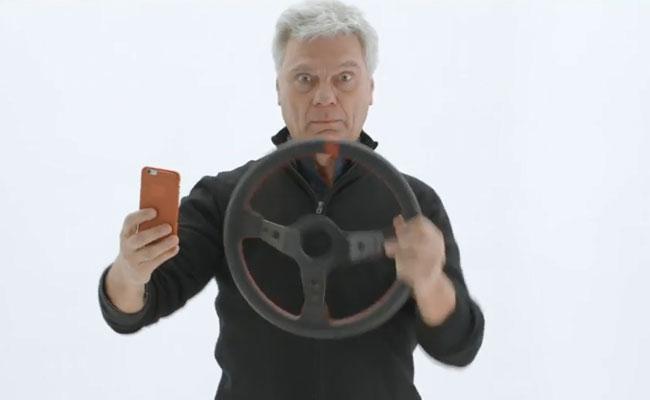 Sin palabras (y sin teléfono): Tricicle, contra el móvil al volante