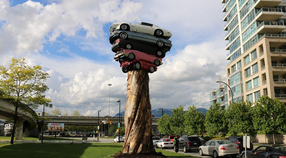 Cinco monumentos hechos con coches que te dejarán con la boca abierta