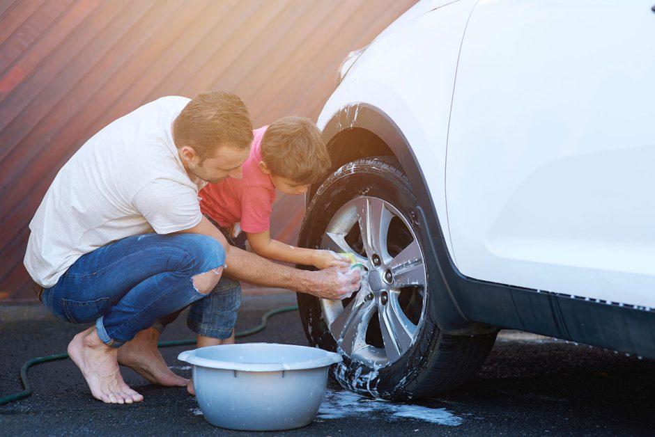 Para arreglar una abolladura en el coche solo necesitas agua hirviendo