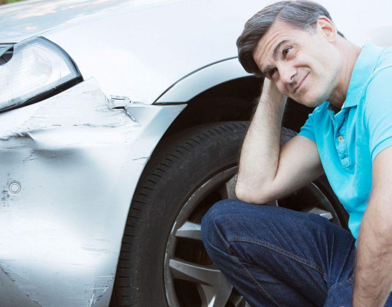 Para arreglar una abolladura del coche solo necesitas agua hirviendo