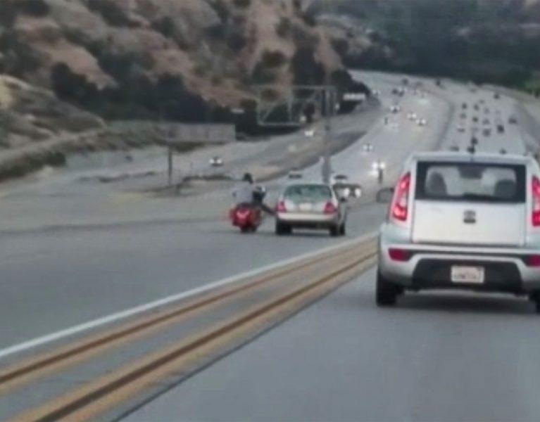 Así acaba la pelea de dos conductores en plena autopista