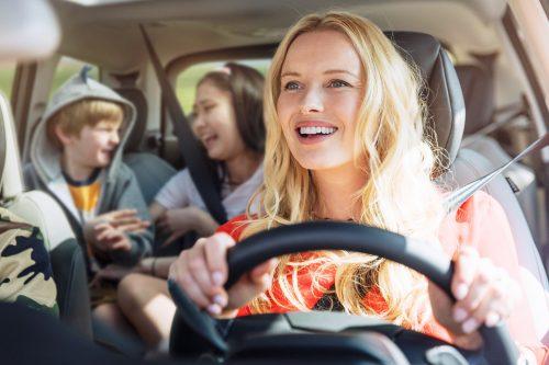 Tráfico 2020: conductores de 17 años, bicis con seguro y móviles bloqueados