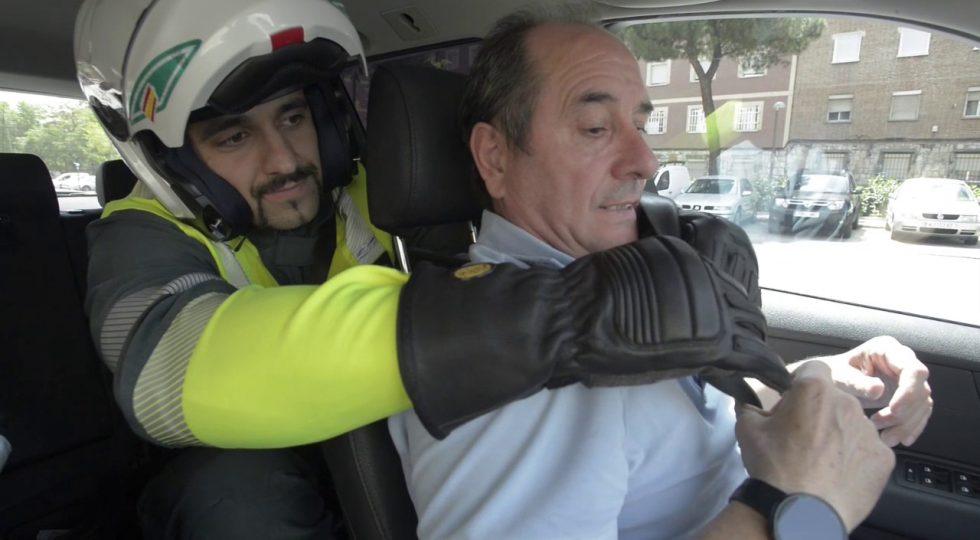 El cutre (y genial) vídeo de la Guardia Civil para que uses el cinturón