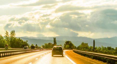 Conducir en verano: ¿qué debes revisar en el coche antes de viajar?