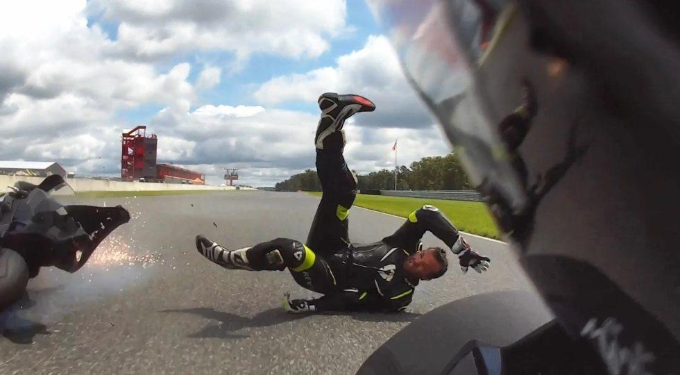 El vídeo que recuerda por qué hay que abrocharse siempre el casco