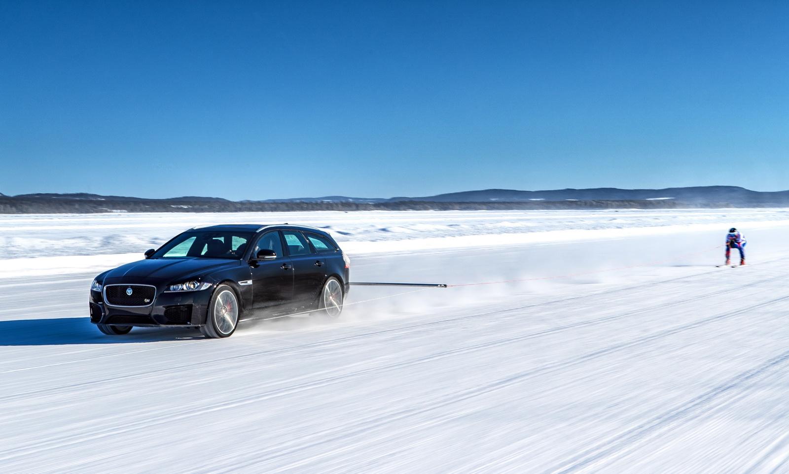 Récord Guinness: esquiando a 189 km/h remolcado por un Jaguar XF