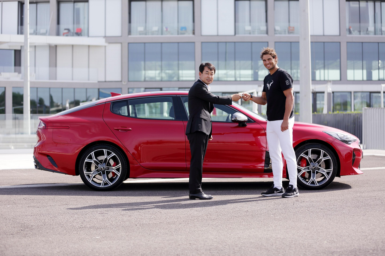 Rafa Nadal estrena coche: un Kia Stinger de 370 CV