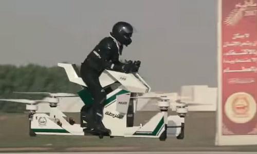 La policía de Dubái estrena una futurista (e inestable) moto voladora