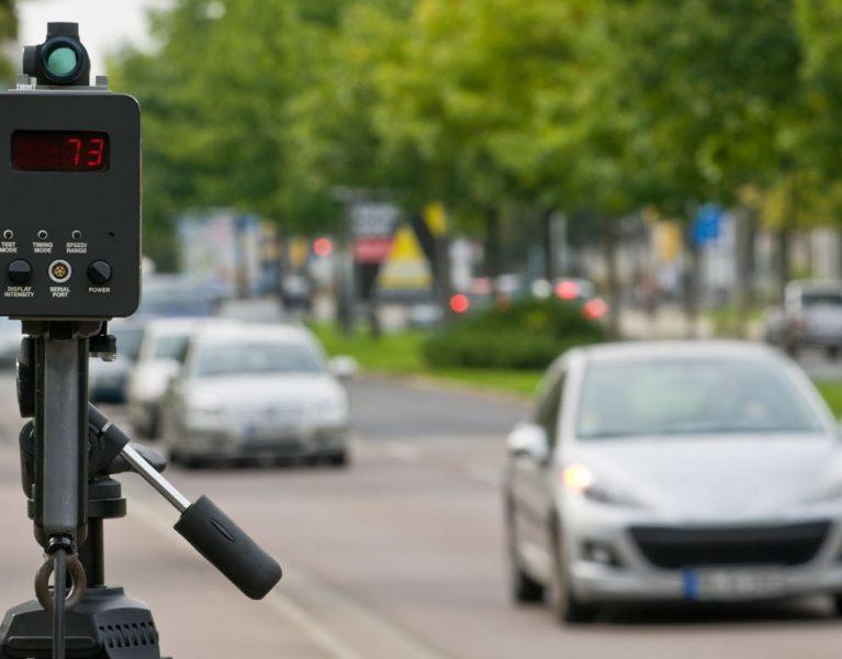 Cómo descubrir los radares móviles sin detectores ni avisadores