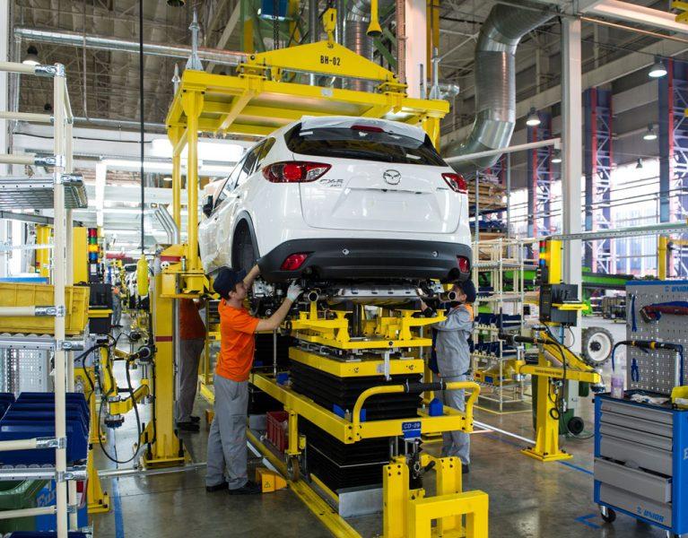 Por qué Mazda desmonta sus coches uno a uno para venderlos en Rusia
