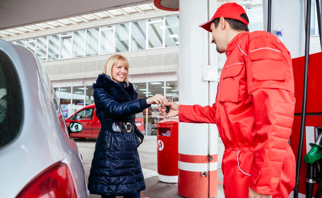 Qué debes hacer si en la gasolinera te ponen el combustible equivocado