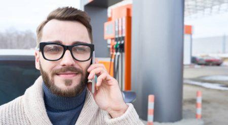 ¿De verdad resulta peligroso utilizar el móvil en la gasolinera?