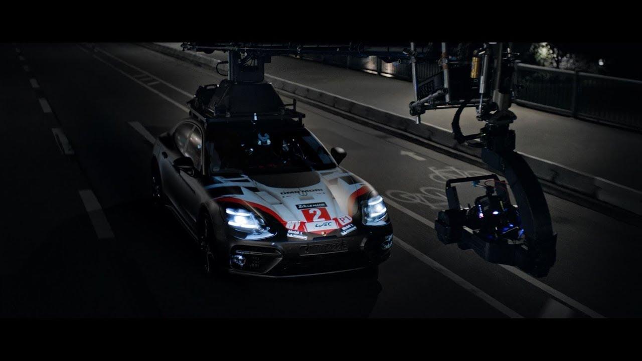 El Porsche Panamera estrena el primer proyector 3D móvil