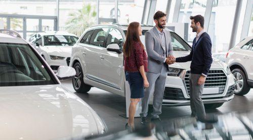 Financiar el coche: ¿es mejor el banco o el concesionario?