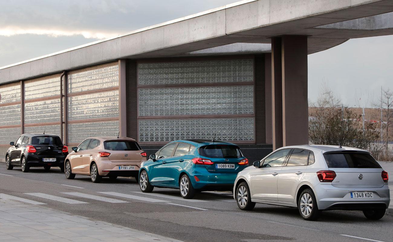 Cuatro utilitarios de gasolina: Seat Ibiza, Volkswagen Polo, Ford Fiesta y Suzuki Swift
