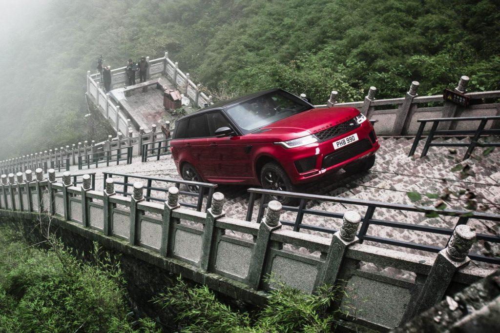 El Range Rover Sport puede con los 999 escalones de la Puerta del Cielo