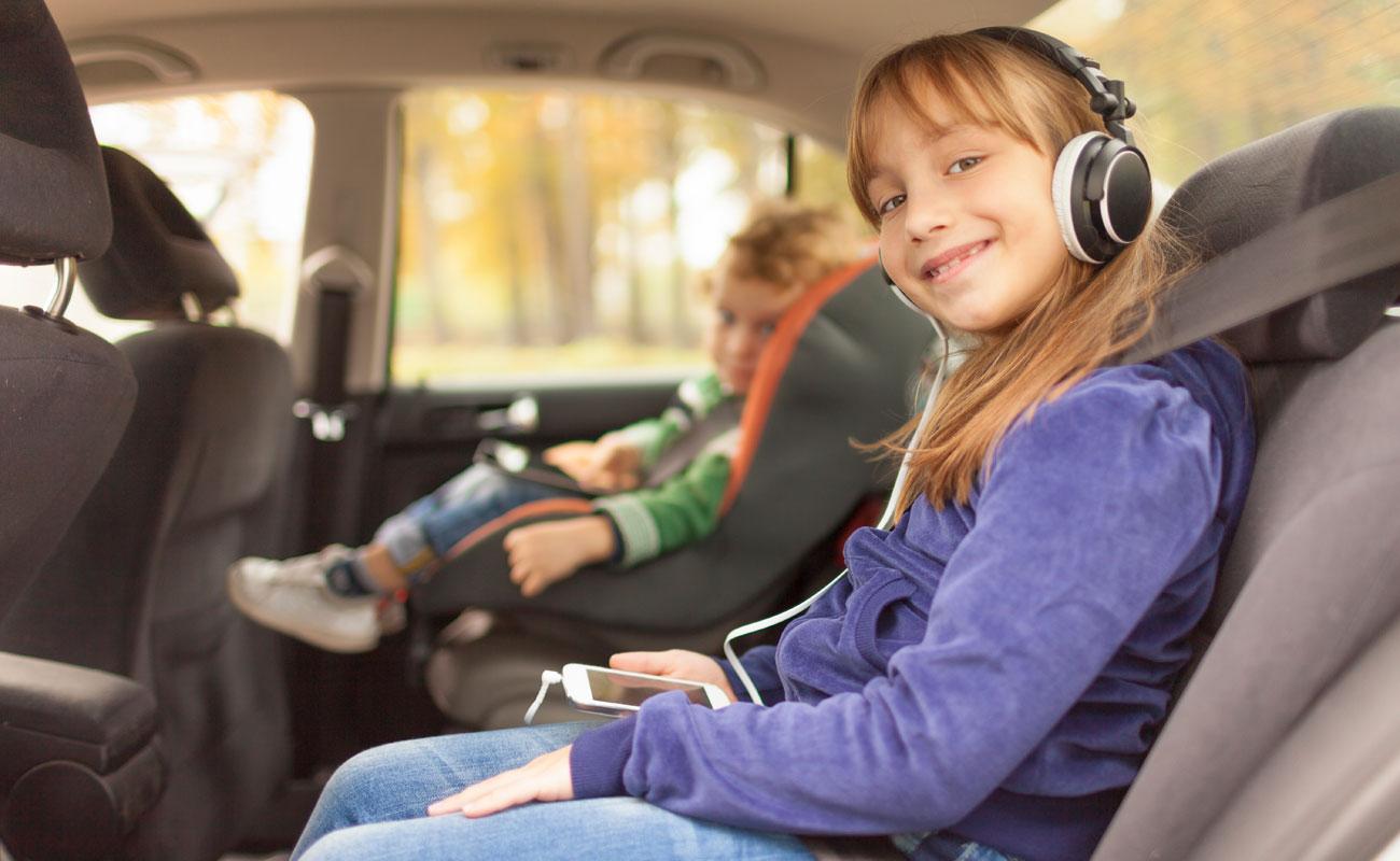 llevar niños en coche