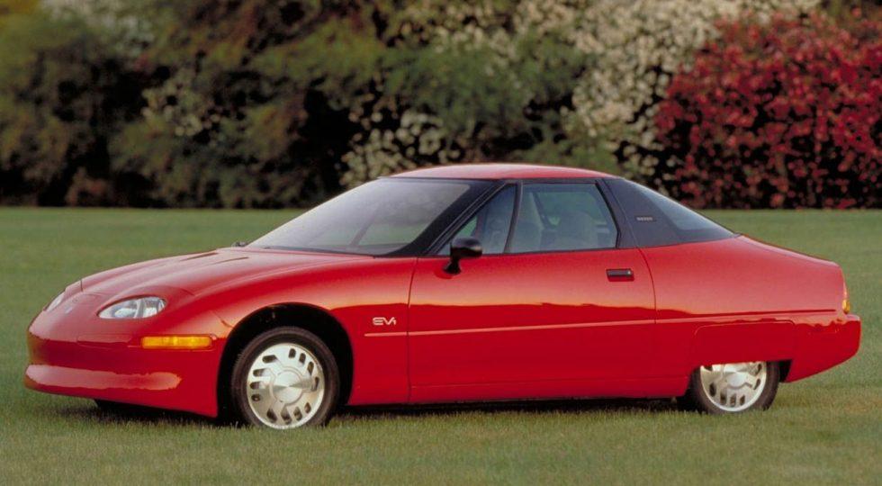Si lo sé, no lo hago (II): 5 coches que casi arruinan una marca
