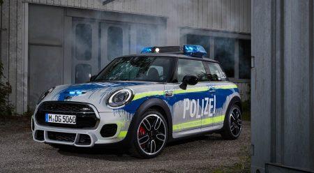 Así se transforma un Mini JCW de 231 CV en un coche de policía