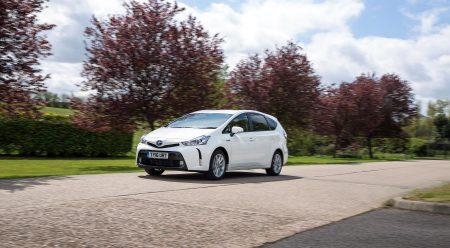Toyota ya solo vende un monovolumen en España (y no es diésel)