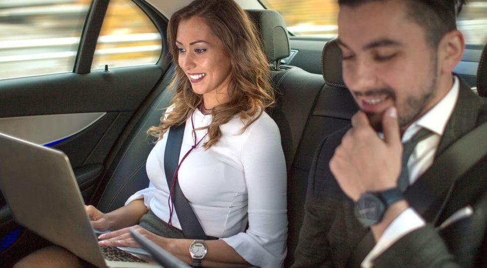 Por qué un portátil o un libro pueden ser una amenaza en el coche