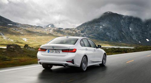 El nuevo BMW Serie 3 se muestra en movimiento
