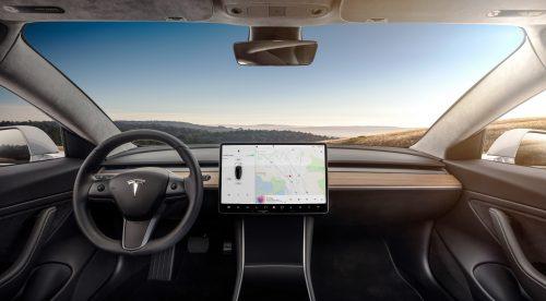Los conductores de Tesla podrán ver Netflix y YouTube en su coche
