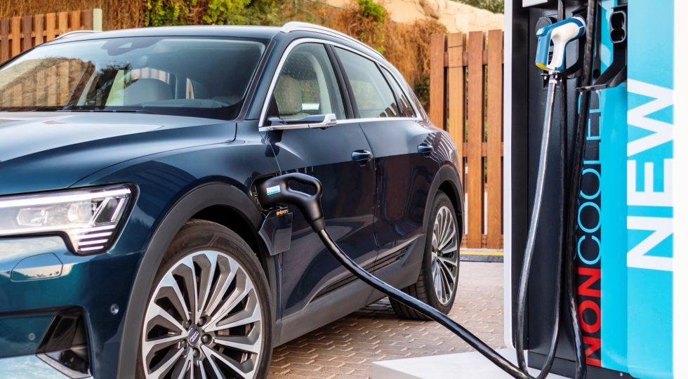 Pere Navarro: «El coche eléctrico es carísimo y no hay dónde enchufarlo»