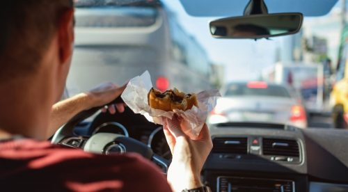 Peor que el alcohol: claves para evitar las distracciones al volante