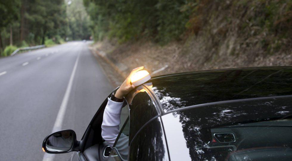 El faro de emergencia que sustituirá a los triángulos reflectantes del coche