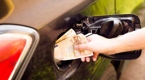 Las claves para gastar menos al echar gasolina este verano