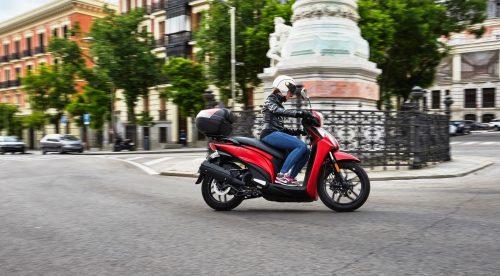 ¿Están robando las motos ventas a los coches?