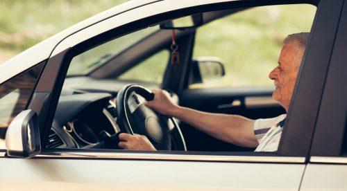 ¿Sigue siendo seguro conducir con más de 65 años?