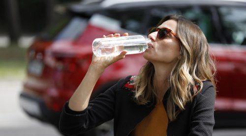 Conducir deshidratado es tan peligroso como ponerse al volante borracho